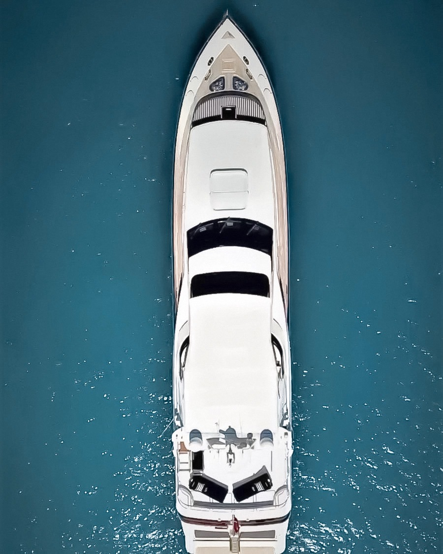 YOTSPACE - Lady Pamela on the Great Barrier Reef - Aerial View