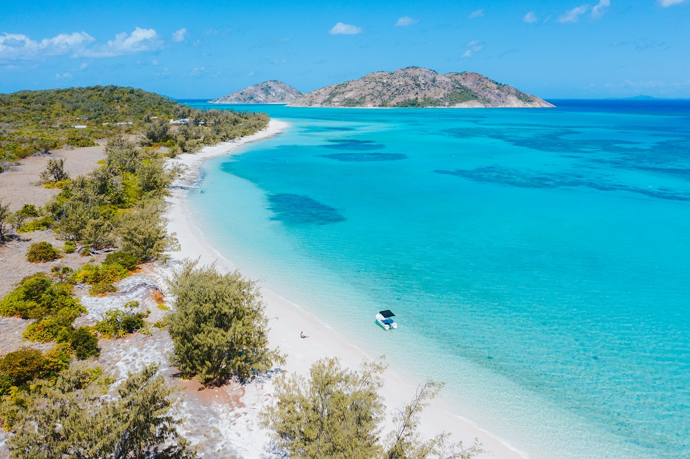 YOTSPACE superyacht voyages - Lizard Island - Casuarina Beach - Great Barrier Reef