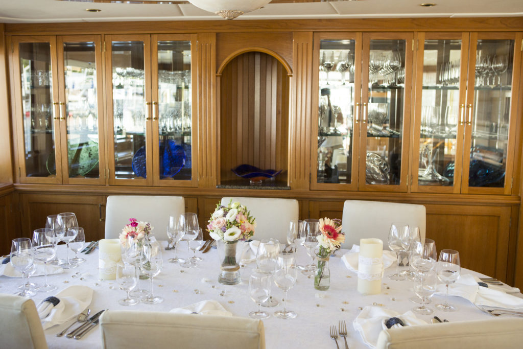 YOTSPACE superyacht voyages Great Barrier Reef - Phoenix One - Saloon dining