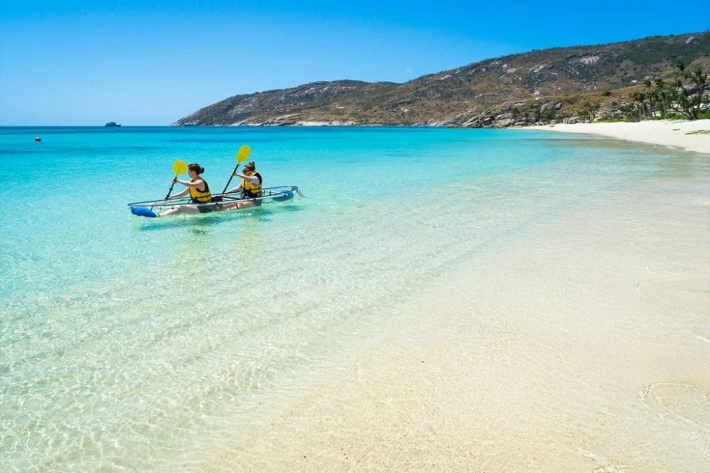 YOTSPACE superyacht voyages - Lizard Island -Great Barrier Reef - Kayaking
